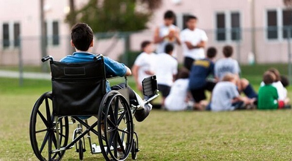 انزوای کودک معلول با ویلچر