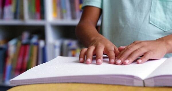 کتابخوانی با کودک معلول